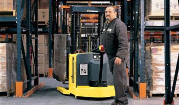 Apilador eléctrico con pantógrafo para hombre caminando Hyster W20-30ZR full